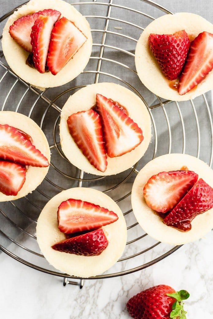 strawberrys on keto mini cheesecakes