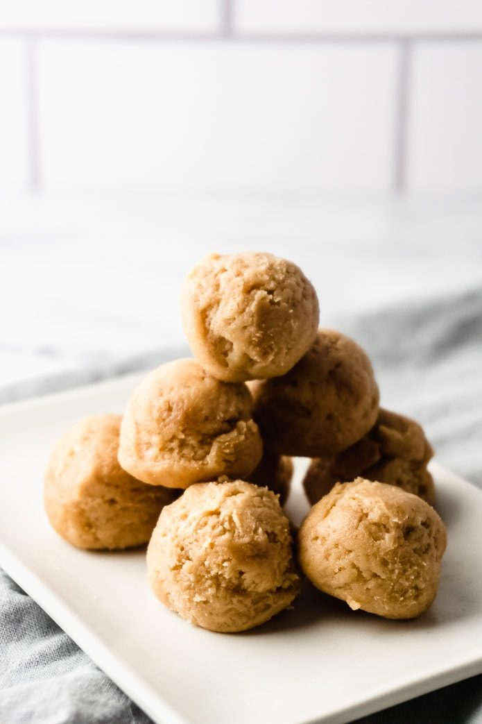 no-bake keto peanut butter cheesecake balls