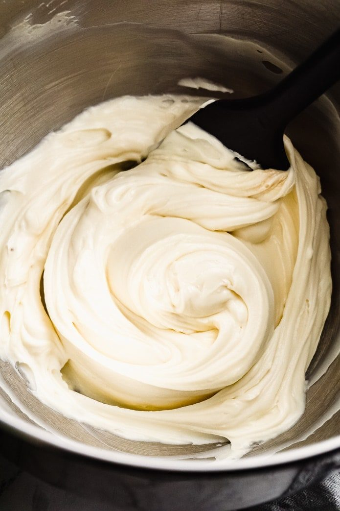 keto cream cheese icing in a bowl