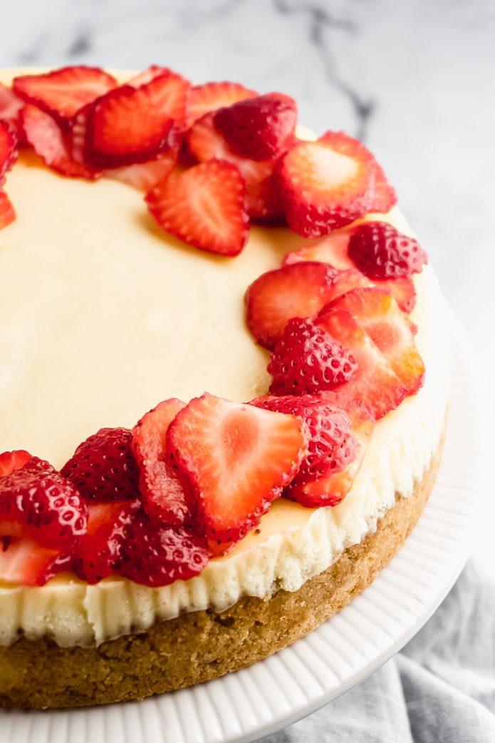 keto cheesecake with strawberries